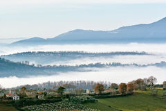 Hills designed by fog Royalty Free Stock Photos