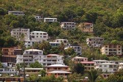 Hillside con le case in StThomas, VI Fotografia Stock Libera da Diritti