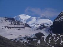 hilltop Rocky Mountains Cover With Snow e gelo foto de stock royalty free