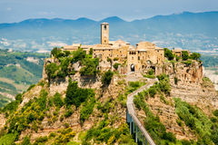 Hilltown italien de Civita Photographie stock