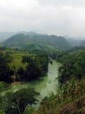 Hilly Landscape Around Semuc Champey con el río Fotos de archivo
