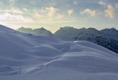 Hilly Mountain Landscape in de Winter stock afbeeldingen