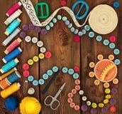 Hilo, botones y accesorios para la costura Fotos de archivo