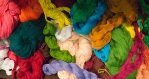 Hilo brillante del algodón en muchos colores para tejer Imágenes de archivo libres de regalías