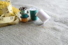 Hilo de coser Imagenes de archivo