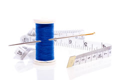 Hilo de coser con la aguja Imagen de archivo