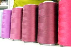 Hilo de coser industrial Imágenes de archivo libres de regalías