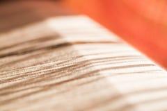 Hilo de seda blanco en telar de costura o Fotografía de archivo libre de regalías