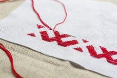 Hilo rojo nacional ucraniano del bordado Fotos de archivo