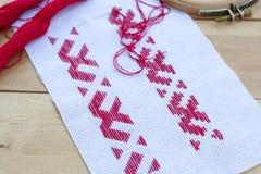 Hilo rojo nacional ucraniano del bordado Foto de archivo libre de regalías