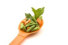 Hilo verdes con las zanahorias Foto de archivo