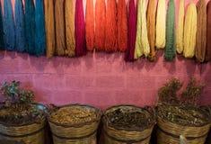 Hilos coloreados multi de lanas Foto de archivo libre de regalías