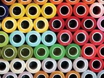 Hilos coloridos tradicionales del mercado mexicano Imagenes de archivo