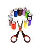 Hilos de coser coloridos Imagen de archivo libre de regalías