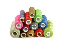 Hilos de coser coloridos Foto de archivo libre de regalías