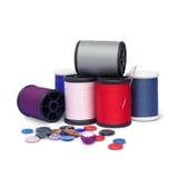 Hilos de coser coloridos imagenes de archivo