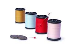 Hilos de coser coloridos fotografía de archivo libre de regalías