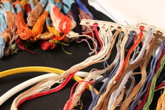 Hilos multicolores para el bordado Imágenes de archivo libres de regalías