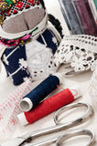 Hilos y accesorios de costura Imágenes de archivo libres de regalías