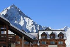 Панорама Hils и гостиниц, Les Deux Alpes, Франции, француза Стоковая Фотография