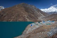 Himalaja-Berglandschaft Stockfotos