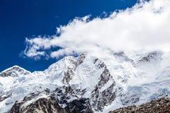 Himalaja-Bergspitzeherbstlandschaft Stockbild