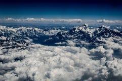 Himalaja-Gebirgszug mit Wolkenfeld Lizenzfreies Stockfoto
