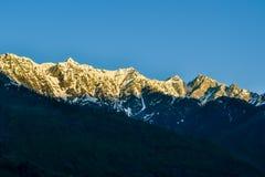 Himalajaberge an einem Morgen Stockfotografie
