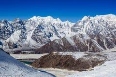 Himalajaberge im Sonnenlicht Lizenzfreies Stockbild