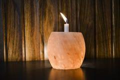 Himalajasalz-Lampen-Kerzen-Halter lizenzfreies stockfoto