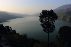 Himalajskie góry z śnieżnymi szczytami illuminared słońcem Fotografia Royalty Free