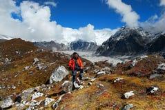 Himalaya berg som Trekking klättraren Royaltyfri Fotografi