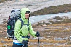 himalaya berg som trekking kvinnan Arkivbild