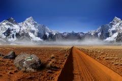 Himalaya bergklättring, fot av berget Arkivbilder