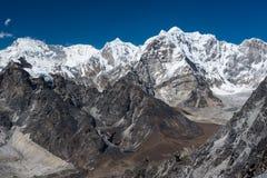 Himalaya bergskedjasikt från överkant av det Kongma lapasserandet, Everest Royaltyfria Bilder