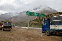 Himalaya vägtur från Manali till Leh i 2015 Fotografering för Bildbyråer