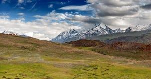 Himalayagebergte stock afbeeldingen