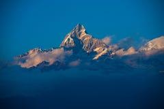 himalayan αιχμή machapuchre σύννεφων Στοκ Εικόνες