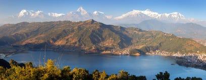 Himalayan σειρά Annapurna, Pokhara και λίμνη Phewa Στοκ Φωτογραφία