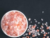 Ρόδινο άλας Himalayan στα κρύσταλλα στοκ φωτογραφία