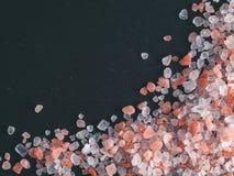 Ρόδινο άλας Himalayan στα κρύσταλλα στοκ εικόνες