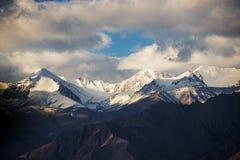Himalayan bergskedja Royaltyfri Fotografi