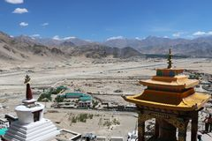 Himalayan desert landscape with buddhist stupa in the forefront royalty free stock photos