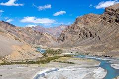 Himalayan landskap i Himalayas längs den Manali-Leh huvudvägen Himachal Pradesh Indien Royaltyfria Bilder