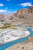 Himalayan landskap i Himalayas längs den Manali-Leh huvudvägen Himachal Pradesh Indien Arkivbilder