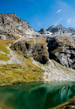 Himalayan mountains and green lake Royalty Free Stock Photography