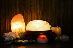 Himalayan salta lampor | Naturligt & fot Detoxer royaltyfri foto