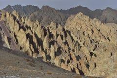 Himalayan toneel met geheimzinnige rotsenvormingen Stock Foto's