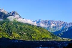 Himalayanbergen in ochtend stock afbeeldingen