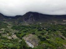 Himalayanlandschap dichtbij Muktinath in Moesson royalty-vrije stock afbeelding